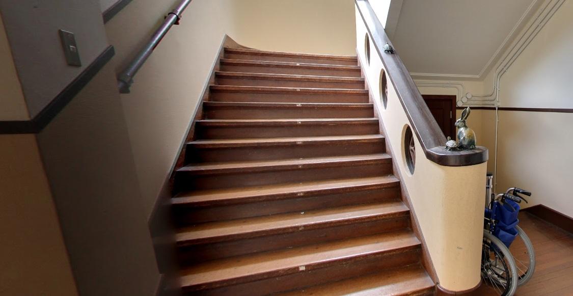 k on school stairs