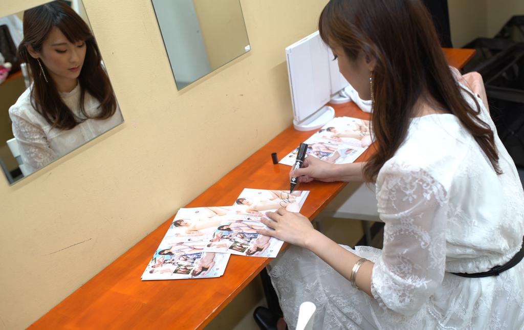 signing dvd